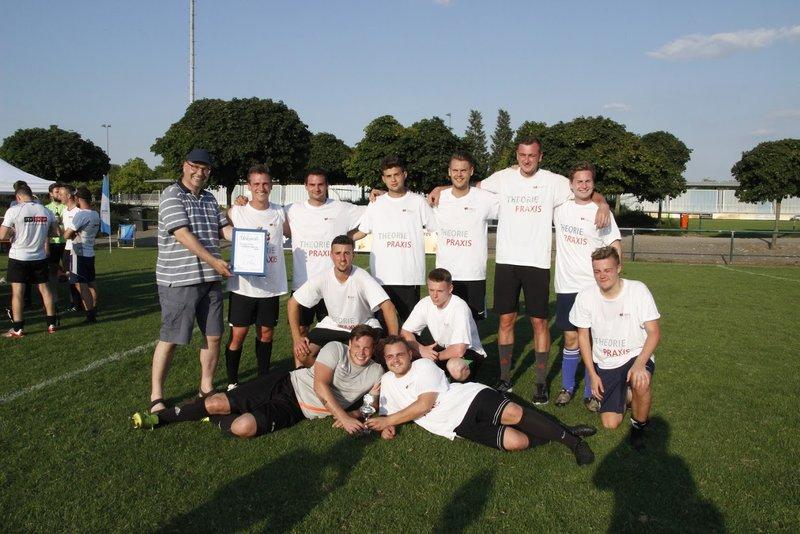 Glückliche Zweitplatzierte: das Team von der DHBW Karlsruhe