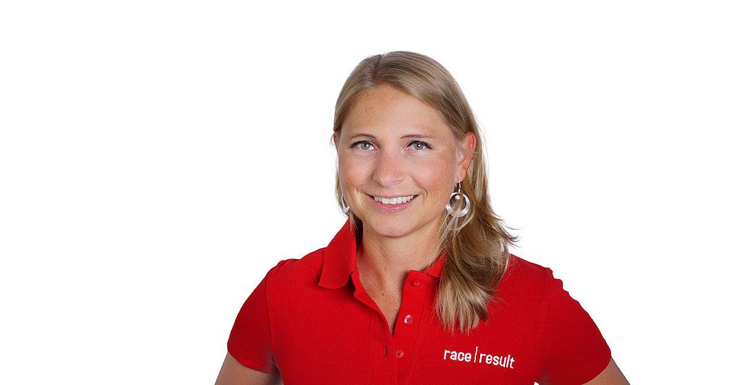 Frau mit rotem Shirt